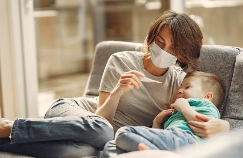 Miód rzepakowy na przeziębienie – czy warto go zastosować?